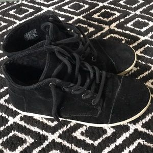 Toms size 8 black canvas sneakers